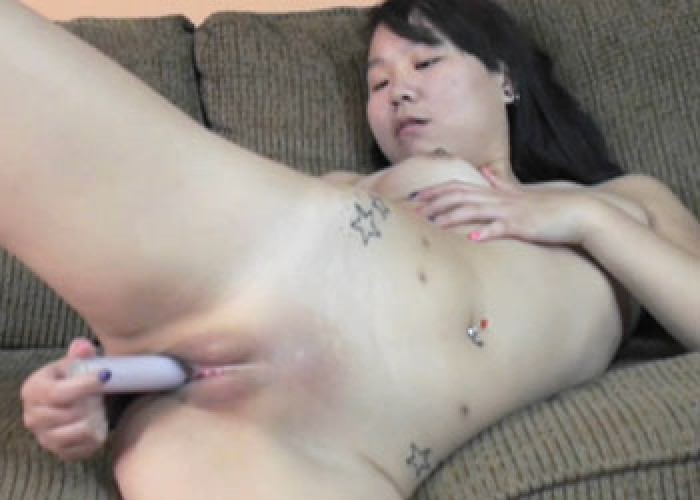 Exotic hottie Jaylynn makes herself cum